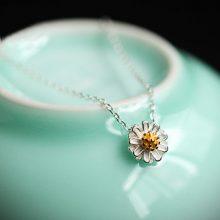 立体小雏菊吊坠项链,不经意间展现你的清新与甜美