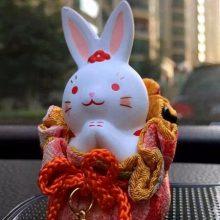 日本招财兔陶瓷汽车摆件,送给亲人朋友的平安招财礼物
