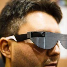 """让盲人""""看见""""东西的超级智能眼镜,盲人的视界也可以有颜色"""