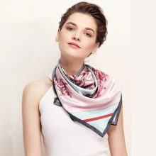 MARJAKURKI玛丽亚古琦真丝丝巾,有多种佩戴方式
