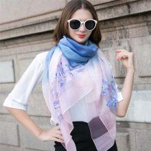 上海故事真丝丝巾,一款充满女人味的绣花丝巾