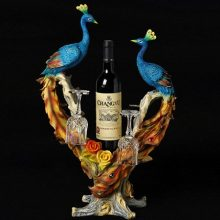 手工彩绘孔雀红酒架摆件,一件精美绝伦的新婚礼品
