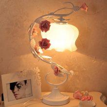 浪漫玫瑰花田园风铁艺台灯,绽放在卧室里的花藤枝