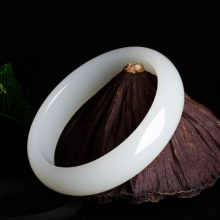 新疆和田羊脂白玉手镯,送女人送妈妈的优雅礼物