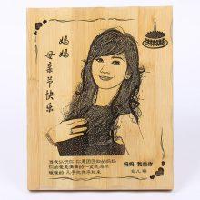 创意照片定制竹刻画,妈妈独特的时光画报